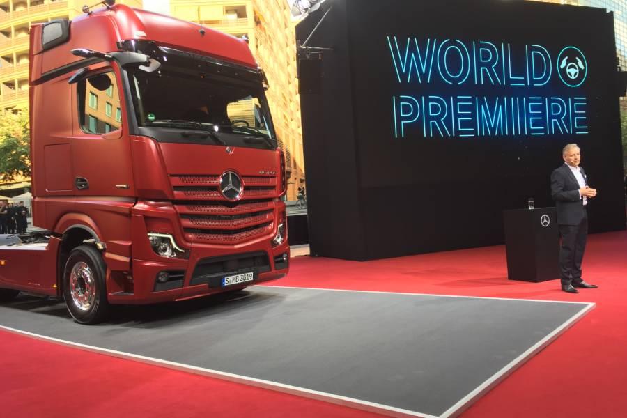 iaa2018 eine halle voller us trucks von atp auf der iaa. Black Bedroom Furniture Sets. Home Design Ideas