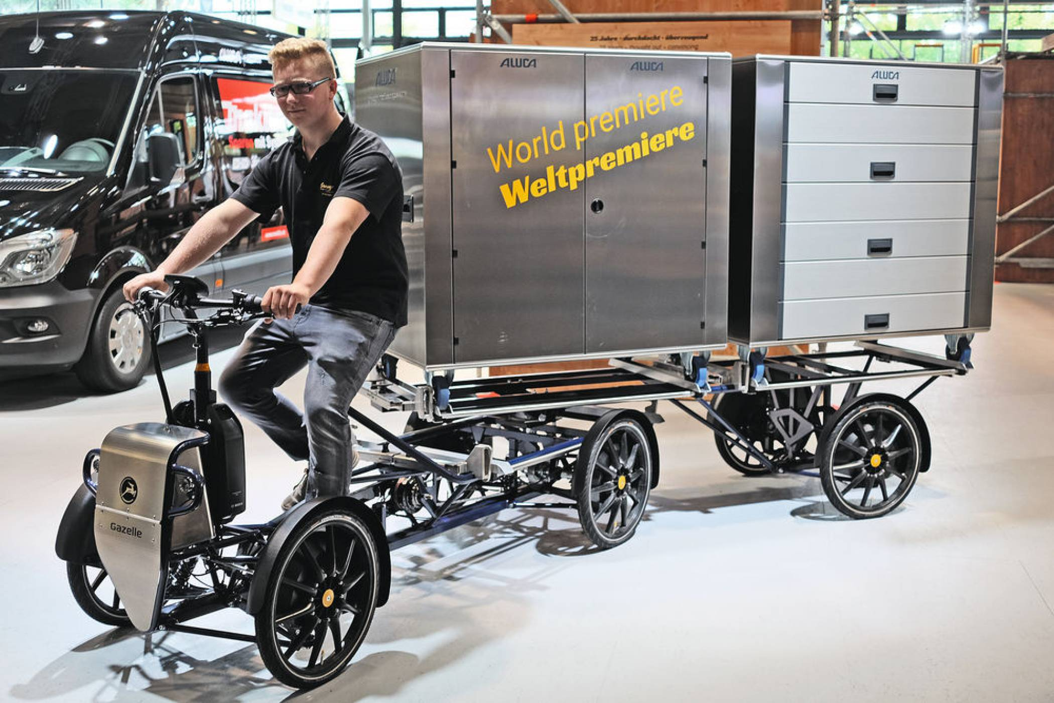 iaa2018 aluca ein e lastenrad als sattelzug rundgang. Black Bedroom Furniture Sets. Home Design Ideas